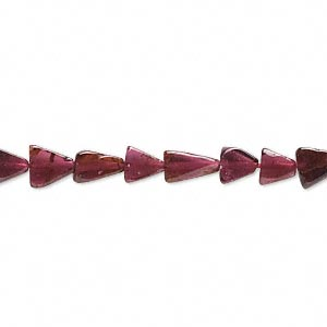 bead, garnet (dyed), 4x4x3mm-8x8x6mm hand-cut flat triangle, d grade, mohs hardness 7 to 7-1/2. sold per 14-inch strand.