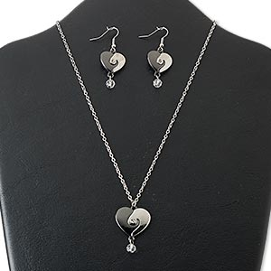 necklace and earring, glass / gunmetal- / imitation rhodium-finished steel / pewter (zinc-based alloy), clear, 25mm heart, 18 inches with 3-inch extender chain and lobster claw clasp, 3/4 inch earrings with fishhook earwire. sold per set.