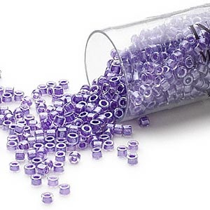 seed bead, delica, glass, color-lined shimmer lavender, (db906), #11 round. sold per 7.5-gram pkg.