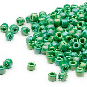 seed bead, dyna-mites™, glass, opaque rainbow emerald green, #6 round. sold per 40-gram pkg.