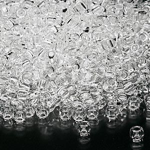 seed bead, dyna-mites™, glass, transparent clear, #8 round. sold per 1/2 kilogram pkg.