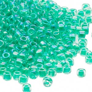 seed bead, dyna-mites™, glass, transparent rainbow inside color emerald green, #6 round. sold per 40-gram pkg.